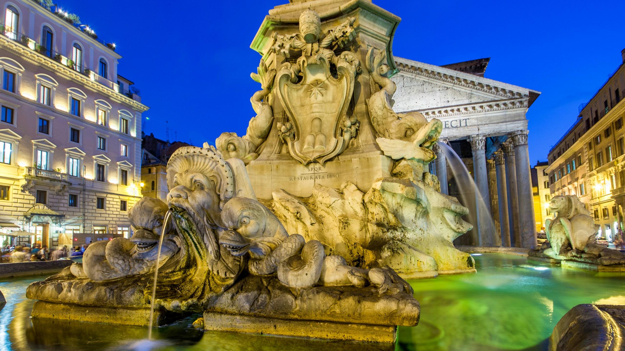 ローマの歴史的噴水・蜂の噴水