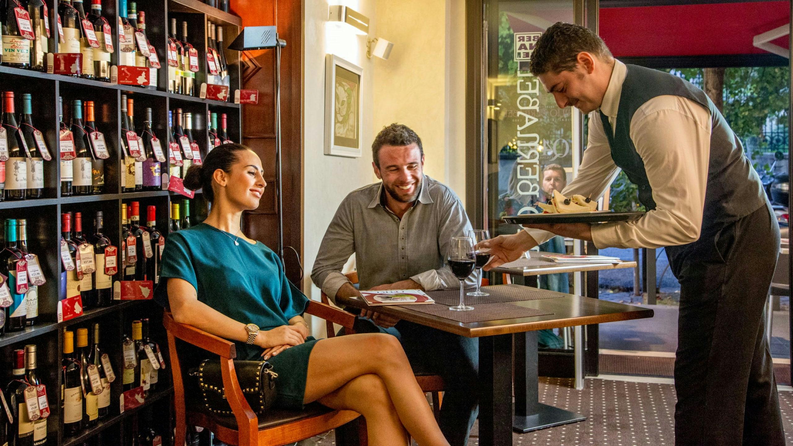 фото-отель-Оксфорд-Рим-винотека-12