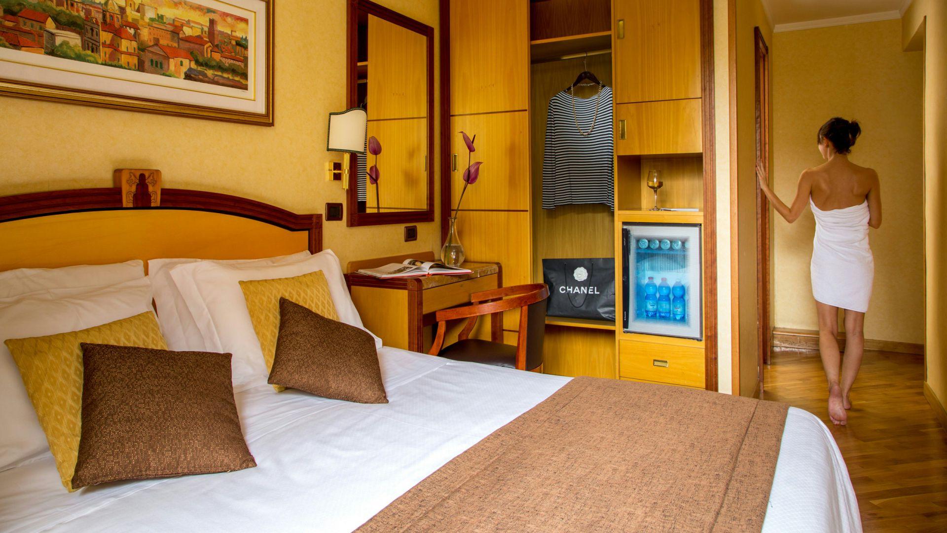 фото-отель-Оксфорд-Рим-комната-4