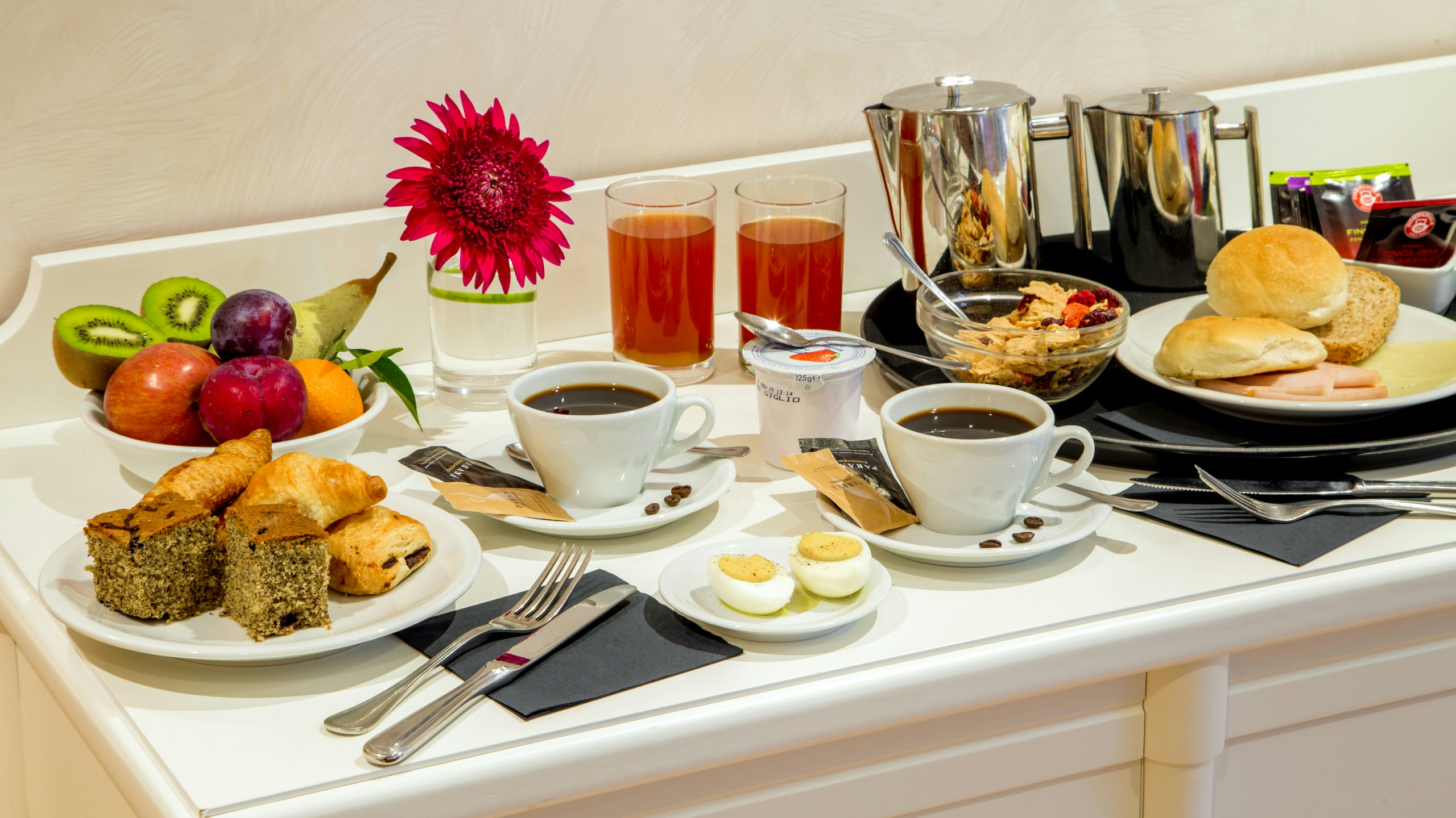 Photo-Hotel-Oxford-Rome-room-service-1