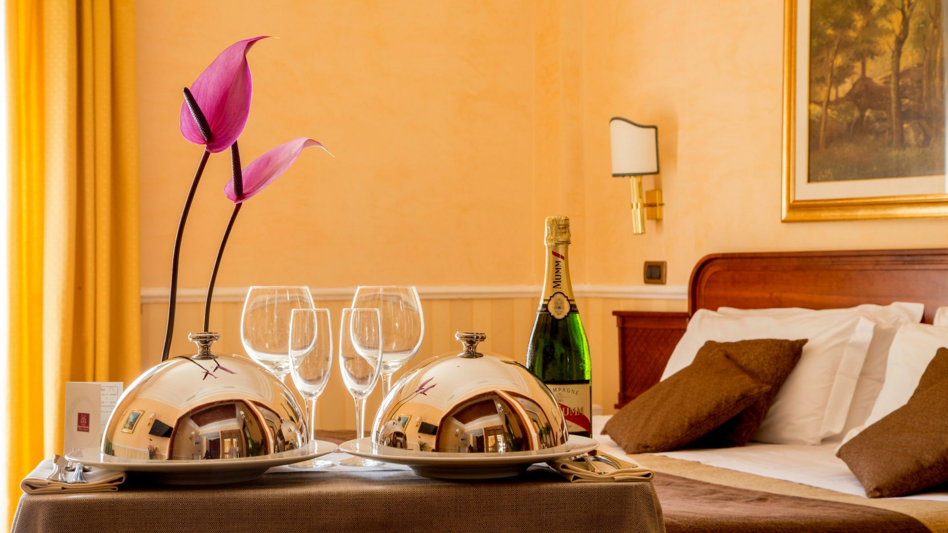 Photo-Hotel-Oxford-Rome-room-service-2