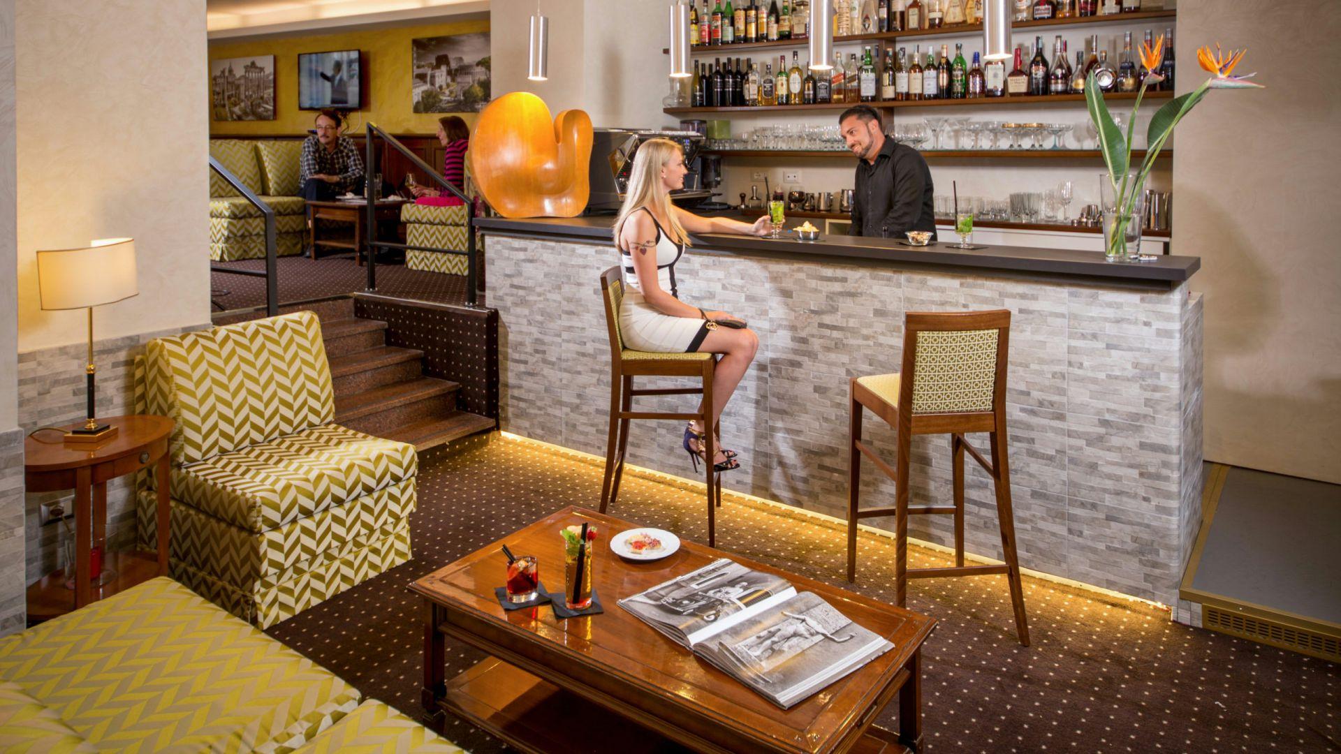 Фото-галерея-Hotel-Оксфорд-Рим-бар-4